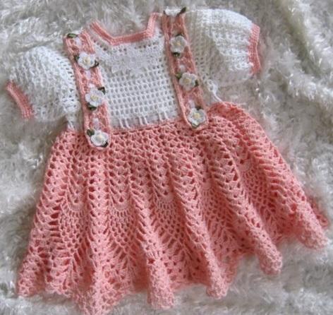 çok güzel örgü kız bebek elbise modeli