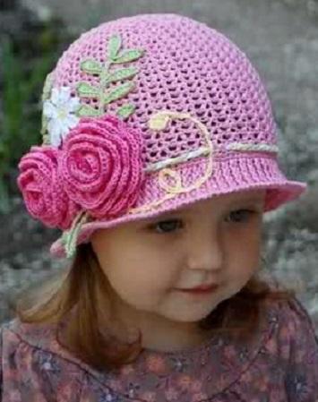 pembe çiçek detaylı kız çocuk şapka modeli
